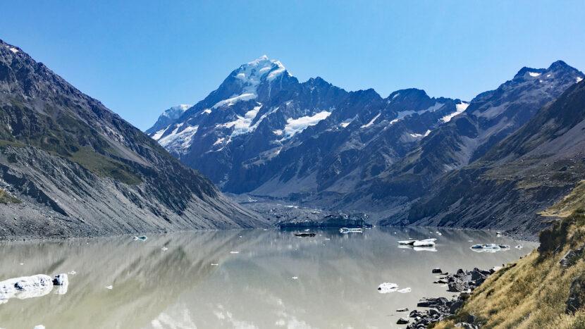 フッカー氷河湖とアオラキ・マウントクック
