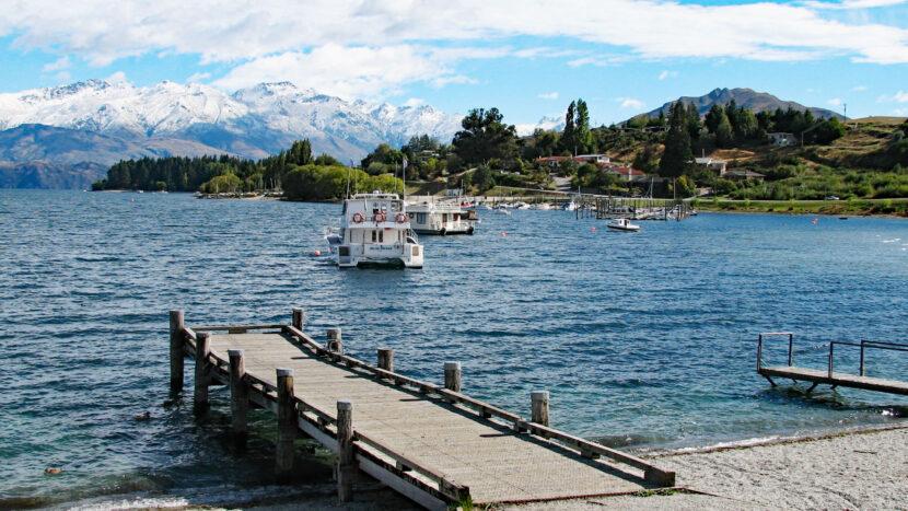 街の目の前に広がるワナカ湖