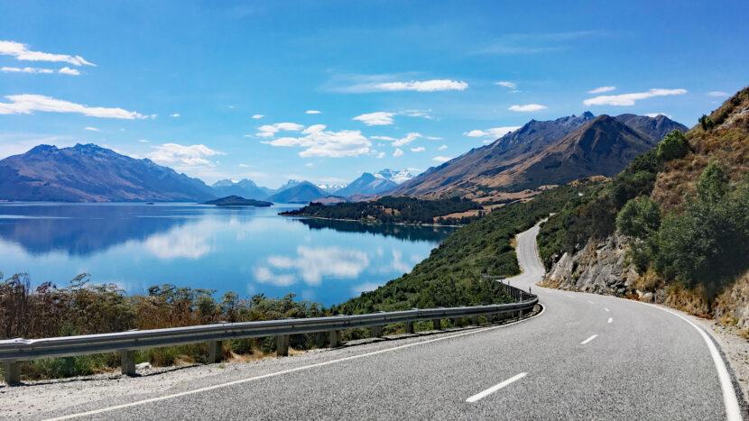 ワカティプ湖畔の絶景をドライブしながら登山口へ