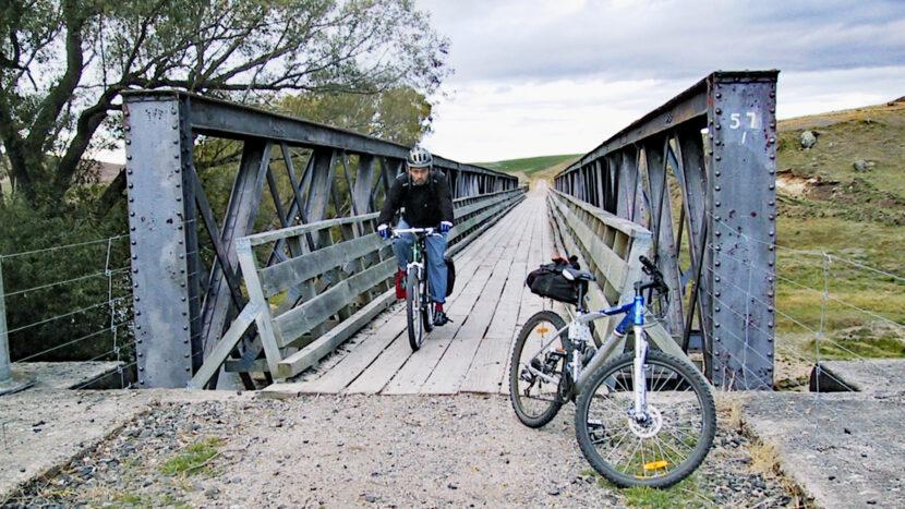 鉄橋をいくつも渡ります