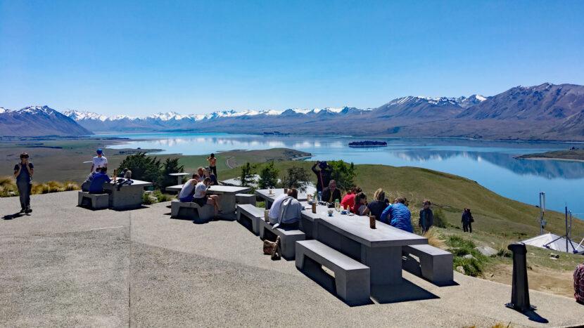 山の頂上にあるカフェからの大展望